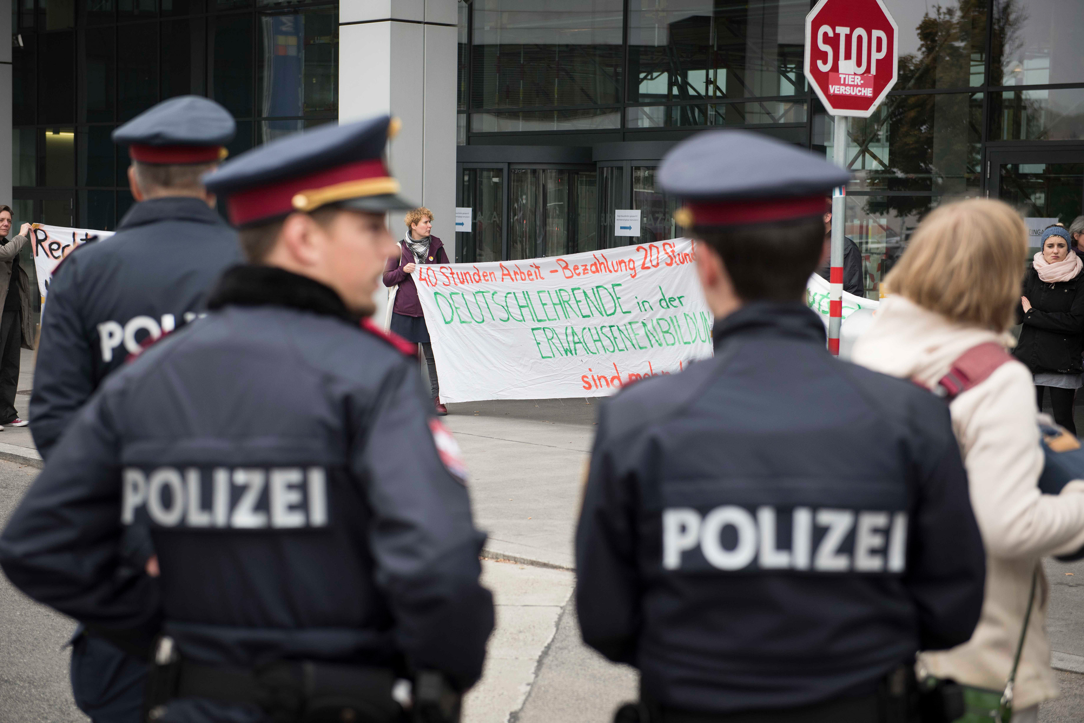 """protest before the """"wertesymposium"""""""